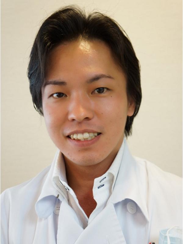 矯正歯科医・菅 蔵人